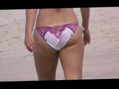 candid teen beach spy 25 jiggly white booty, nice ass