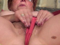 Amateur mature mom is hungry for a good fuck