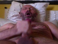 italian mature man jarking off n.2