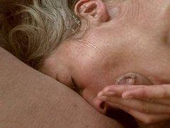 Slow Motion Facial - ins Gesicht gespritzt