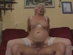 Mature slut couch fucking