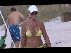 hot mature jiggly tit spy on beach 32