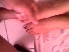 Cumming on gf feets