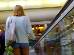 Candid - Young Babe In Very Short Hot Pants