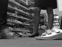 Shoes Shopping mit der Frau