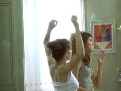 laetitia casta topless dans le grand appartement
