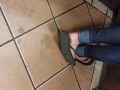pies feet sandals