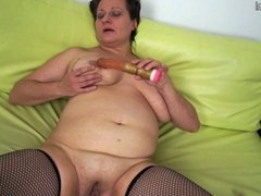 Amateur mature mom with big saggy tits