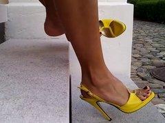 feet zapatillas amarillas