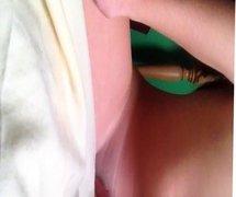 Amateur teen grinding her pillow