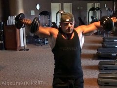 Huge muscle hunk working out