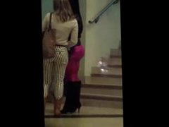 Culona en leggins rosas