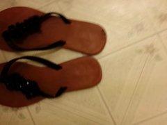 Cum on my girlfriends sandals :)