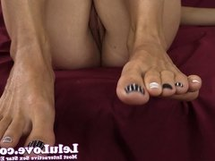 Lelu Love-Closeup Pussy Toes Jerkoff Encouragement