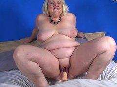 Dutch mature BBW loves riding her rubber toy