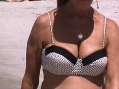 candid mature big tits bouncing at beach spy 45