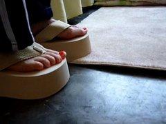 My best friend & my XGF wear same flip flops