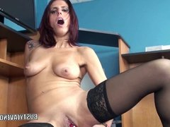 Redhead MILF Lavender Rayne fucks her pussy with a toy