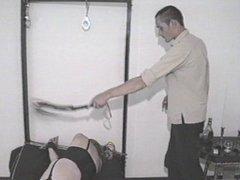schiava ha bisogno del dolore per godere e provare l'orgasmo