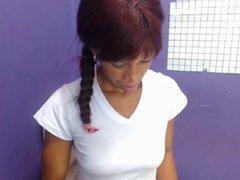 Morena Colombiana folla su conjo carnoso con dos vibradores