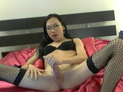 Sexy Amateur Asian leggy CD back for more