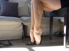 Shoe dangle black heel