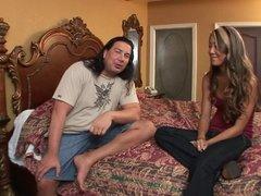 Slender Asina opesn her legs for guy to lick her slit