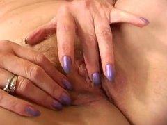 No cock - Hot Mature use a pink dildo to orgasm