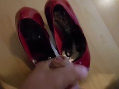 Big cumshot on red high heels
