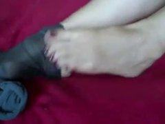 Worship her feet 4-ohlawddatass