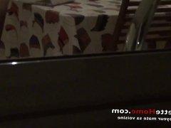 la camera cache avec le voyeur devant ma cuisine en francais