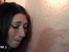Petite brunette grave sodomisee dans La Maison du Sexe