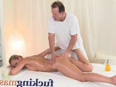Massage Rooms Wet Zuzana has deep orgasm
