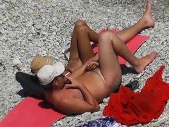 Voyeur. Girl Jerks Off dick her boyfriend at a public beach