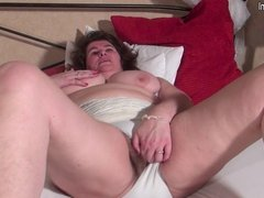 Mature BBW MOM with unshaved pussy