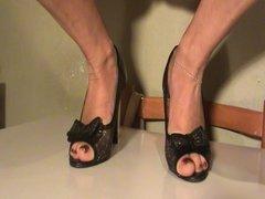 Feet sweat in shoes