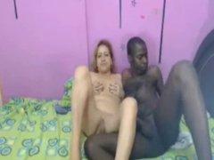 Vieja Colombiana follando con su amante negro