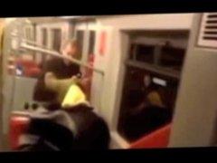 Salope baise dans le metro