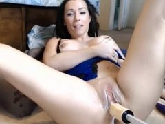 Milf gets wet using fuck machine and vibe on pussy
