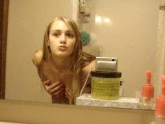 striptease d'une belle blonde