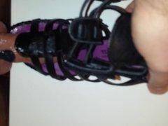 Die geilen Schuhe meiner Nachbarin gefickt