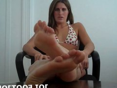 Jerk off with my feet in your face