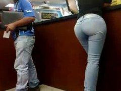Mega Culona en jeans azules