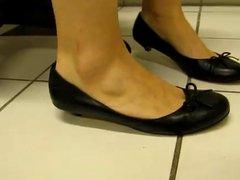 MILFY feet in flats