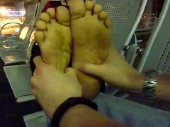 vietnamese lady foot massage in Hanoi airport
