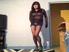 cougar sexy en mini jupe