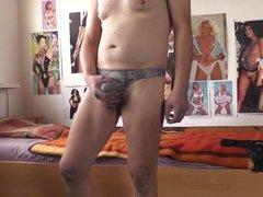 porno gucken im snake stringtanga