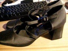 In die Schuhe der Nachbarin gespritzt