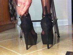 Leggy crossdresser in nylon stockings