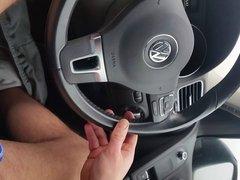 Caresses en conduisant sur autoroute